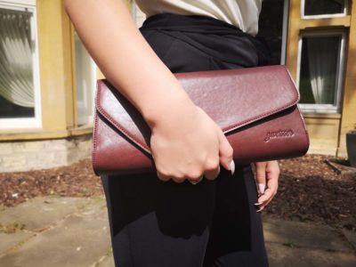 dunkelbraune Clutch Bag aus chromfrei gegerbtem Leder